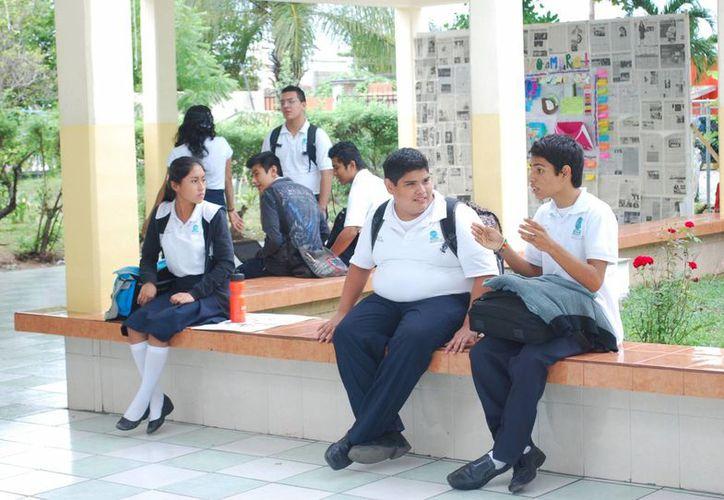 Los alumnos mostraron molestia e inconformidad por tal situación. (Israel Leal/SIPSE)