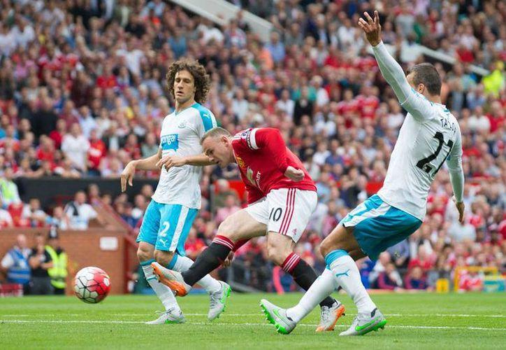 Manchester United no pudo con el New Castle: empataron 0-0. Javier 'Chicharito' Hernández, delantero de los Red Devils, jugó 30 minutos. (AP)