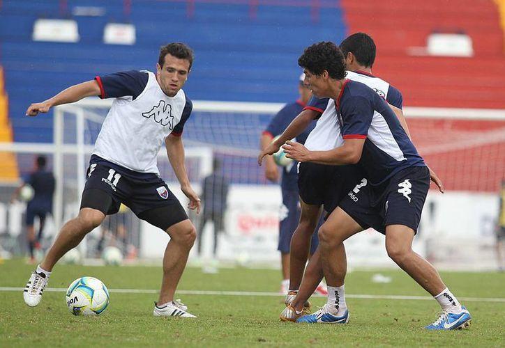 Jerónimo Amione afirmó que el mayor problema que pesa en el equipo es la concentración en ciertos momentos de los partidos; en la imagen, el atacante en el entrenamiento de hoy. (Redacción/SIPSE)