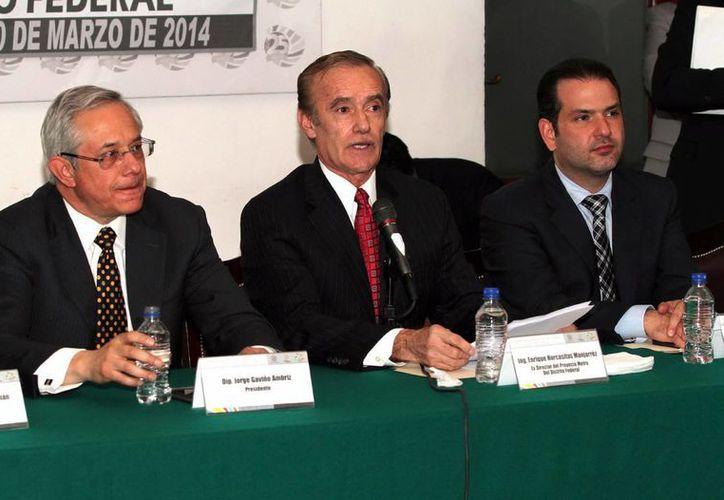 Enrique Horcasitas Manjarrez (c), ex director del Proyecto Metro, durante su comparecencia ante la comisión legislativa Investigadora sobre la Línea 12 del Sistema de Transporte Colectivo Metro en las instalaciones de la Asamblea Legislativa del Distrito Federal. (Notimex)
