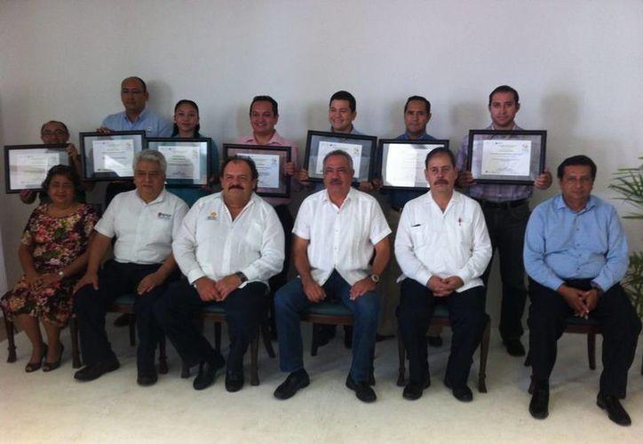 Se hizo la entrega de reconocimientos a las empresas por su destacada participación. (Redacción/SIPSE)