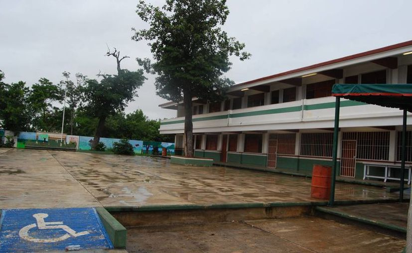 Quintana Roo cuenta con dos mil cuatro escuelas, que deben ser atendidas por el personal de vectores de la Secretaria de Salud. (Tomás Álvarez/SIPSE)