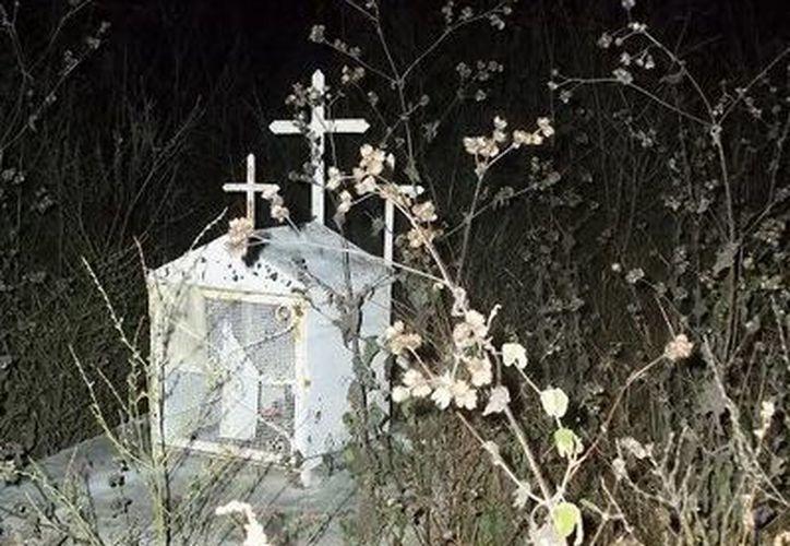 Varios nichos y tumbas del panteón de Maxcanú tienen historias paranormales. (Jorge Moreno/SIPSE)