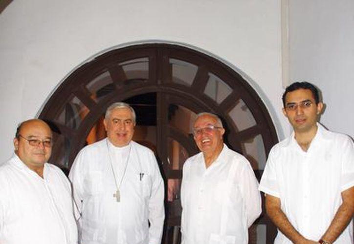 En el curso, inaugurado por Mons. Emilio Carlos Berlie Belaunzarán, se analizó información del Derecho Canónico de 1917 y 1983, entre otros documentos. (Juan Albornoz/SIPSE)