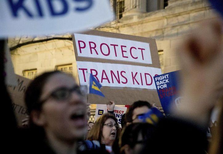 El presidente Trump cree que el tema de los derechos de personas transgénero es competencia exclusiva de cada uno de los estados. (AP/Andrew Harnik)