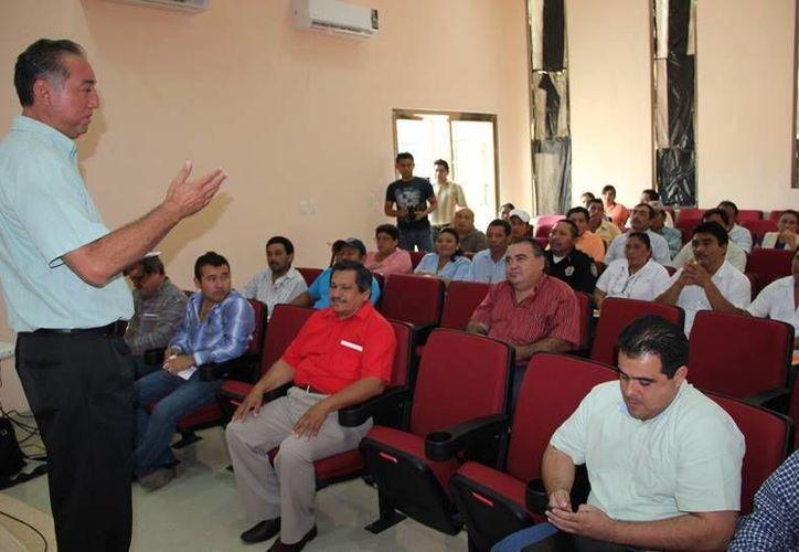 El primer edil Juan Manuel Parra López aseguró estar preocupado por el ejercicio de los recursos públicos. (Cortesía/SIPSE)