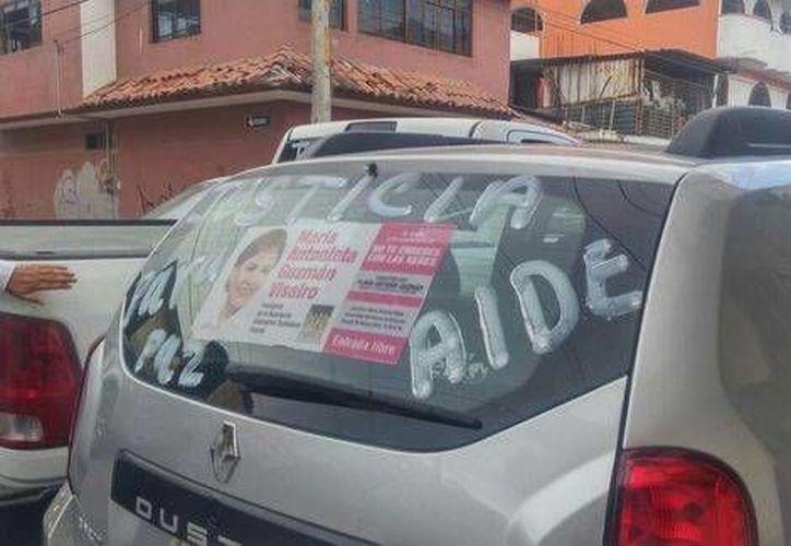 Los carros fueron pintados con la leyenda 'Justicia para Aidé' (Rogelio Agustín Esteban/Milenio)
