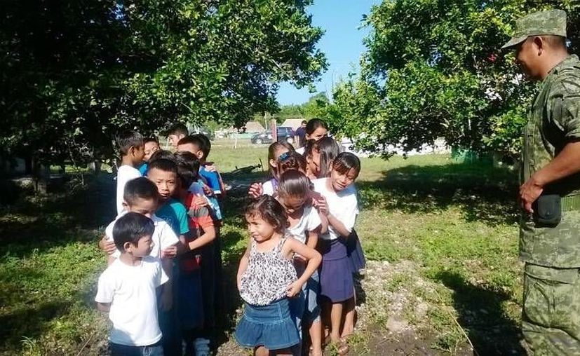 Cada niño adoptó un árbol en su plantel. (Redacción/SIPSE)