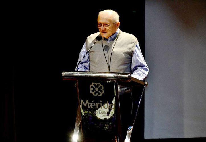 El historiador Felipe Andrés Escalante Ceballos, durante su conferencia en el Centro Cultural Olimpo. (Milenio Novedades)