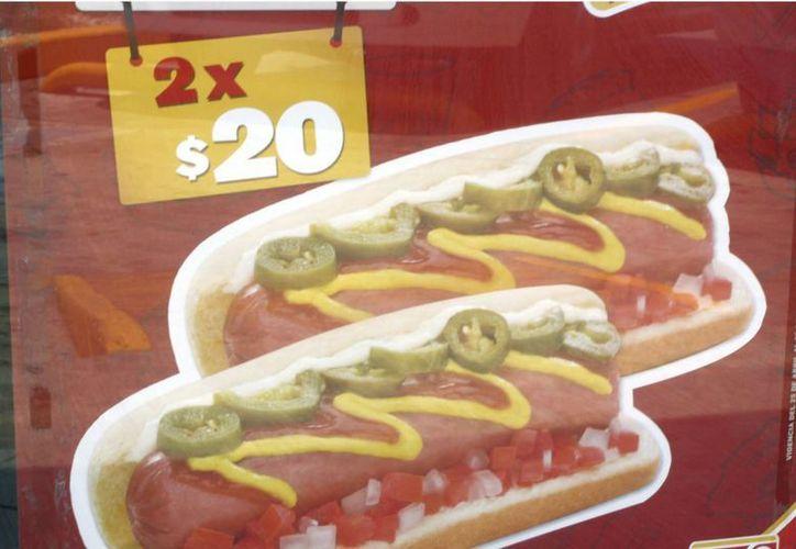 Las franquicias de comida rápida ofrecen ofertas para atraer a la clientela. (Tomás Álvarez/SIPSE)