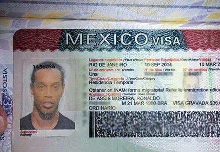 La visa de Ronaldinho, que ya ha jugado en España, Italia y Francia y ahora lo hará en México. (Foto tomada de Facebook)