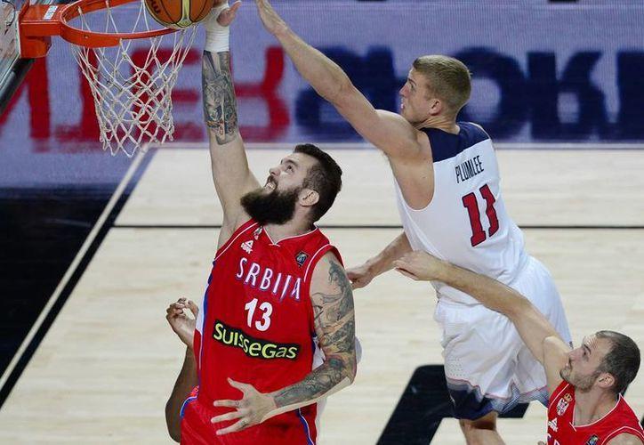 Al vencer al combinado serbio, Estados Unidos revalidó el título de hace cuatro años en Turquía. (AP)