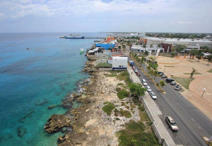 Mientras a nivel nacional se colocó a Cozumel como uno de los municipios en estado de emergencia, el alcalde, Fredy Marrufo Martín, negó que haya afectaciones por las lluvias.  (Redacción/SIPSE)