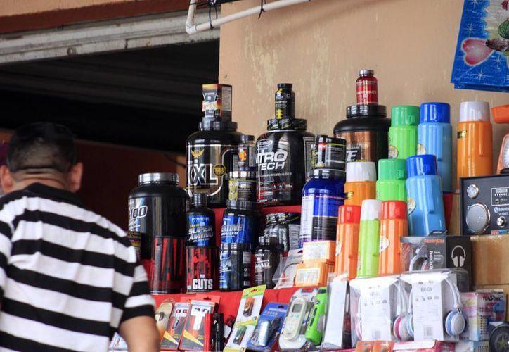 La Cofepris detectó suplementos alimenticios o productos milagro en los mercados de la capital. (Harold Alcocer/SIPSE)