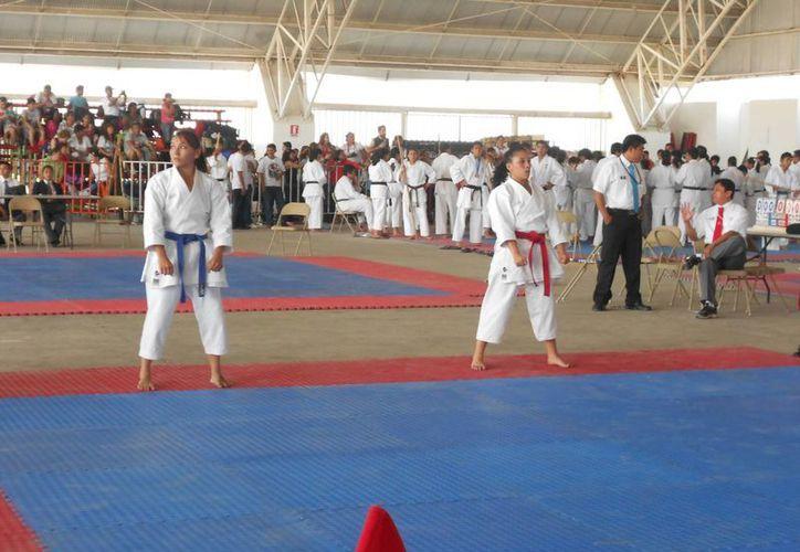 Sthepanie Parra es una de las promesas del karate. (Ángel Mazariego/SIPSE)