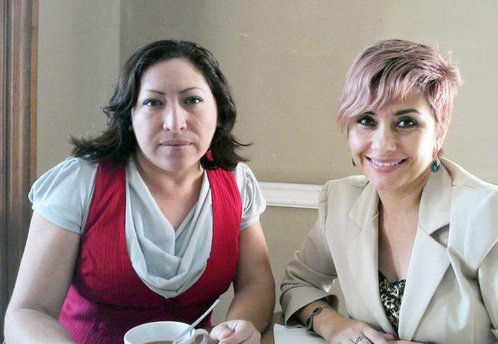 Erika Arthur y Verónica Fidalgo, organizadoras de la Anuncian la Expo Oportunidad en la Plaza Grande. (Milenio Novedades)