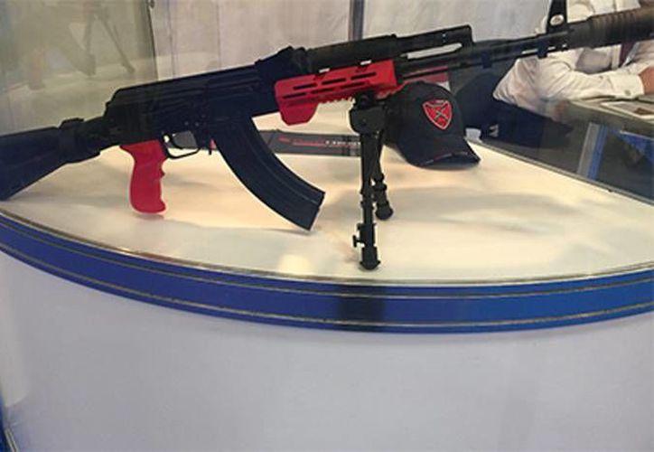 Imagen de uno de los  fusiles rusos Kaláshnikov que cuenta con un módulo electrónico. (Red Heat)