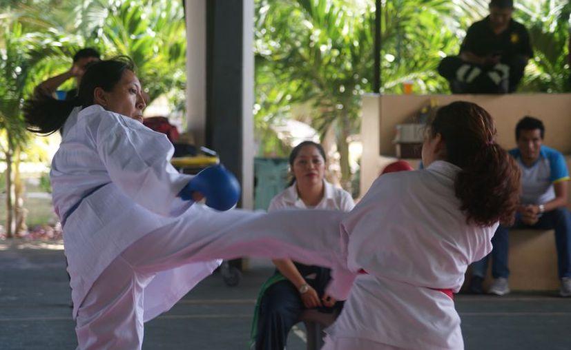 El equipo de Q. Roo no participará en la Olimpiada Nacional de Karate 2017. (Ángel Villegas/SIPSE)
