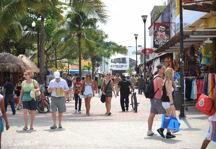 Luego de las festividades, los turistas acudieron a la Quinta Avenida, lo que incrementó las ventas. (Redacción/SIPSE)