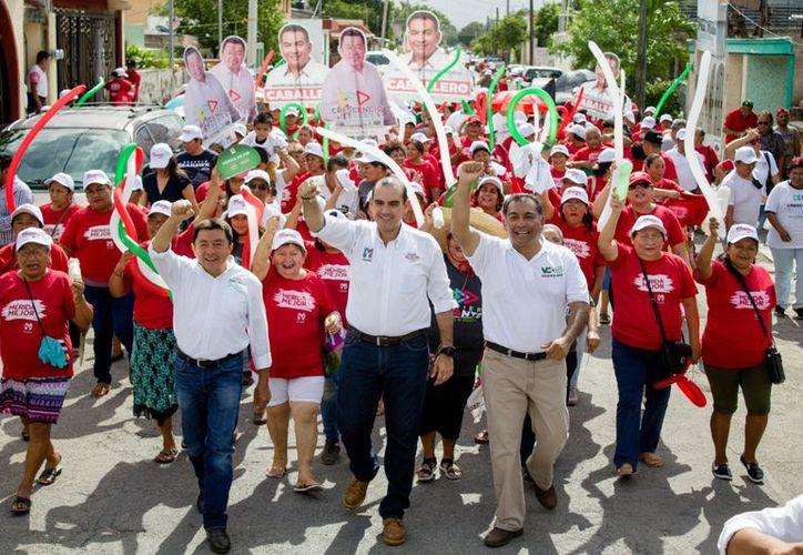 Analistas políticos señalan que en la blanca Mérida, el priísta Víctor Caballero lleva la delantera y podría arrebatar el gobierno a los panistas. (Milenio Novedades)