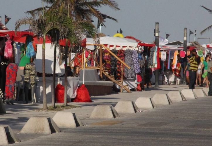 Pocos turistas del crucero Carnival Triumph permanecieron en Progreso. (Óscar Pérez/SIPSE)