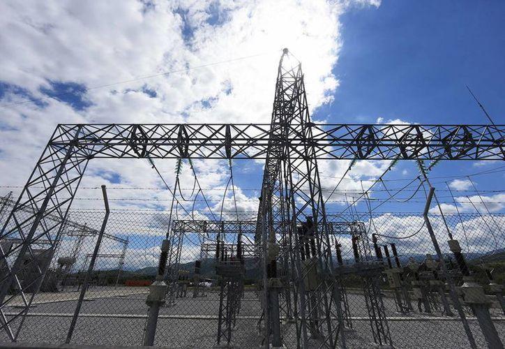La generación de energía eléctrica en México depende en buena medida del petróleo. (Archivo/Notimex)