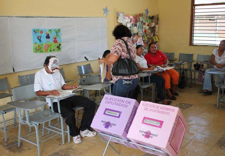 Tradicionalmente las aulas escolares han sido utilizadas para instalar las casillas electorales. (Harold Alcocer/SIPSE)