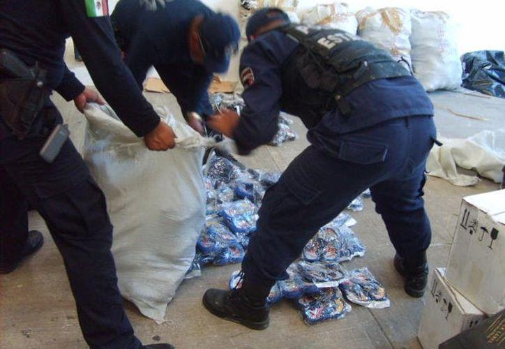 """Empresarios denuncian que los policías en vez de atrapar delincuentes se dedican a decomisar """"fayuca"""". (Francisco Sansores/SIPSE)"""