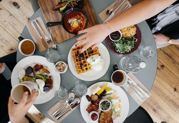 Un desayuno balanceado y colorido es la base para mantenerte en forma. (Foto: Pixabay)