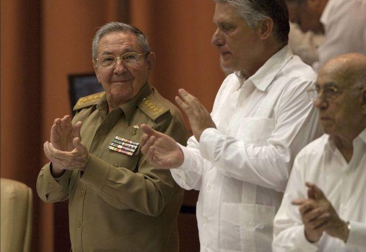 El presidente Raúl Castro, quien también es diputado, asistió a la inauguración de sesiones del Parlamento isleño. (AP)