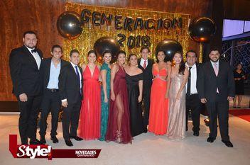 Festejan graduación alumnos de la universidad Anáhuac