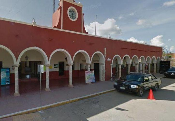 Los hechos se dieron la mañana de este lunes en los bajos del Palacio Municipal de Peto. (Google Maps)