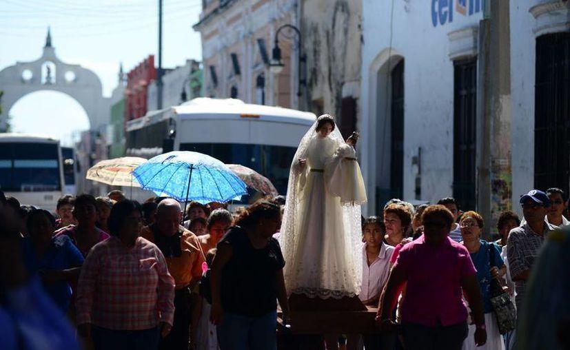 La peregrinación recorrió diversas calles del Centro Histórico. (Luis Pérez/SIPSE)