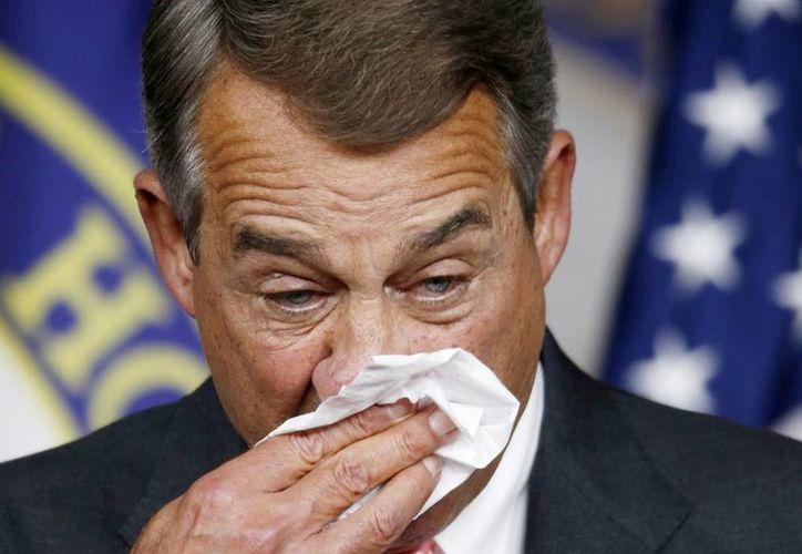 Imagen del presidente de la Cámara, John Boehner, de Ohio, al limpiarse la cara durante una conferencia de prensa en el Capitolio en Washington durante la visita del Papa Francisco. El político anunció su renuncia al Congreso. (AP Photo/Steve Helber)