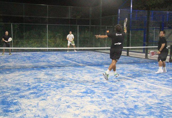 Intensa actividad hubo en la apertura del torneo. (Raúl Caballero/SIPSE)