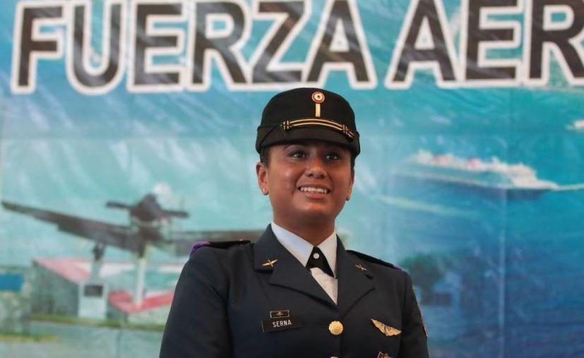 A la subteniente Benoni Serna  Camacho desde niña le nació el interés por pertenecer a la Fuerza Aérea Mexicana, por lo que ahora que forma parte de ella, aporta lo mejor de sí. (Gustavo Villegas/SIPSE)