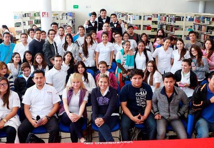 El Secretario de Desarrollo Social, Nerio Torres, convivió con alumnos de la  Universidad del Valle de México. (Milenio Novedades)