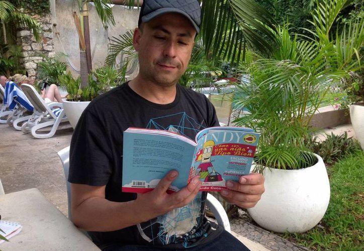 El humorista Ricardo Cucamonga presenta en la Filey su libro ¿Cómo ser una niña tipo bien?. (Milenio Novedades)