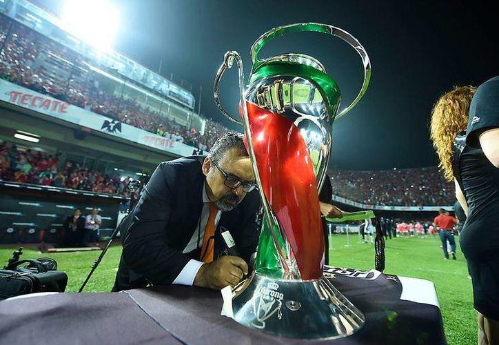 El día de mañana se llevará a cabo el sorteo de los grupos de la próxima edición del torneo de Copa Apertura 2016.(Foto tomada de Facebook/Copa Corona MX)