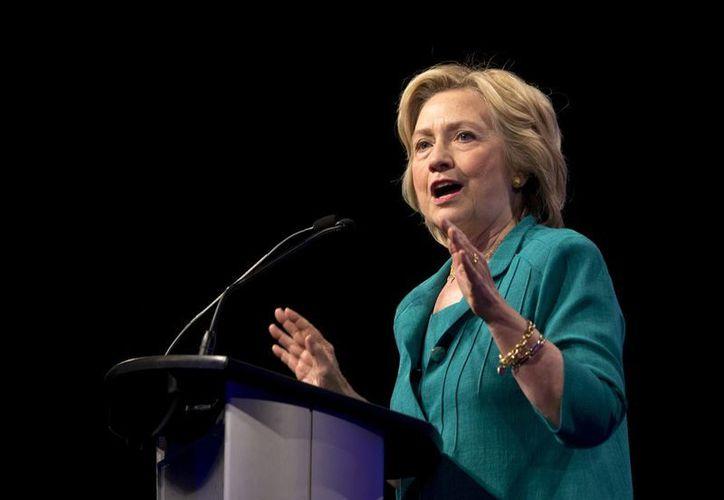 """Hillary Clinton acusó a candidatos republicanos de contemplar la relación con Cuba """"a través del prisma de la Guerra Fría"""", durante una conferencia en la Universidad Internacional de Florida (AP)"""