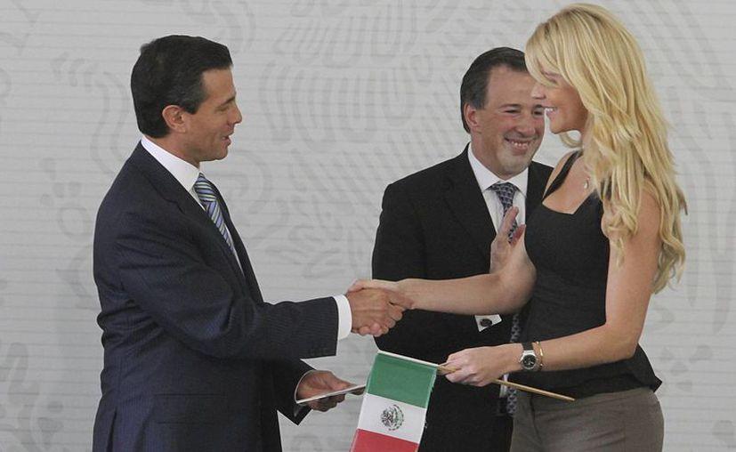 """Llama Peña Nieto a refrendar compromiso con el país con """"lealtad y amor"""". (Notimex)"""