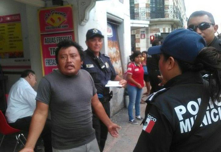Vendedores ambulantes extraviaron a su hijo, de 4 años de edad, en el Centro de Mérida. (Luis Fuente/SIPSE)