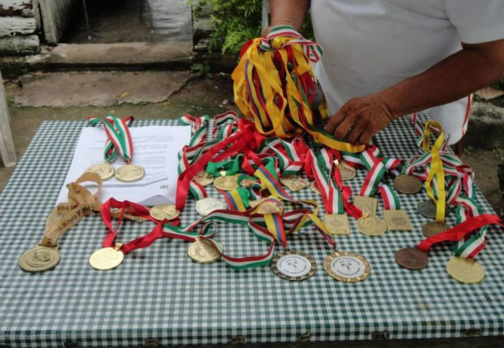 El reconocimiento fue para Daniel Jacinto Kú Ruiz de 16 años, por los logros obtenidos en el deporte de halterofilia. (Harold Alcocer/SIPSE)