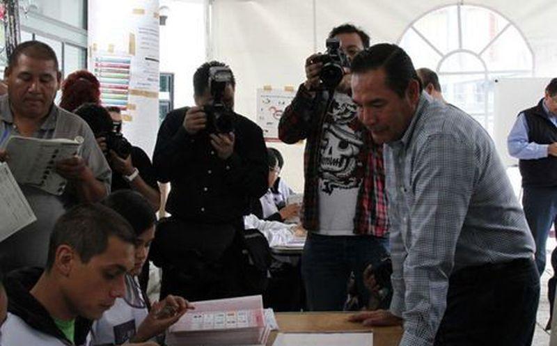 Titular de Sedesol intenta votar con ¡Credencial vencida!