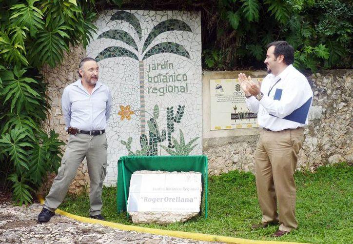 Se develó una placa con el nuevo nombre del Jardín: 'Roger Orellana'. (Milenio Novedades)