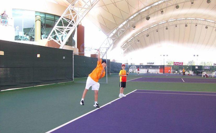 El torneo se estará desarrollando en el club World Tennis Academy. (Raúl Caballero/SIPSE)