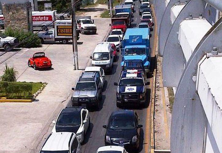 Los conductores que transiten en vehículos sin seguro pueden recibir una multa de 2 mil 800 pesos. (Daniel Pacheco/SIPSE)