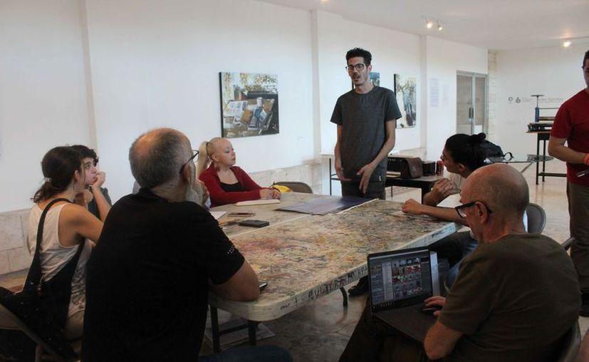 El taller se llevó a cabo en el salón polivalente del Centro Cultural de las Artes. (Faride Cetina/SIPSE)