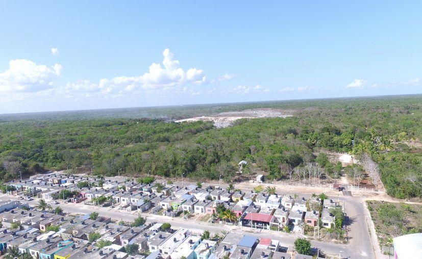 La Cofepris ha recomendado a las familias que habitan cerca del basurero de Chetumal que se muden temporalmente. (Daniel Tejada/SIPSE)