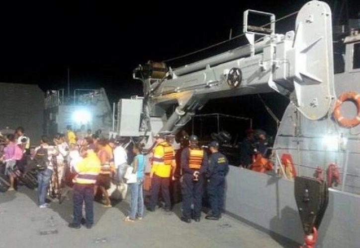 El buque Frank Luis presentó una rotura en un eje y debió ser rescatado con sus 130 tripulantes. (lametronoticia.com)